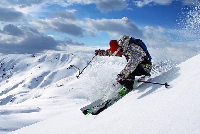 Wisata Ski Es Menarik di Kawasan Gunung Mont Saint Sauveur, Kanada